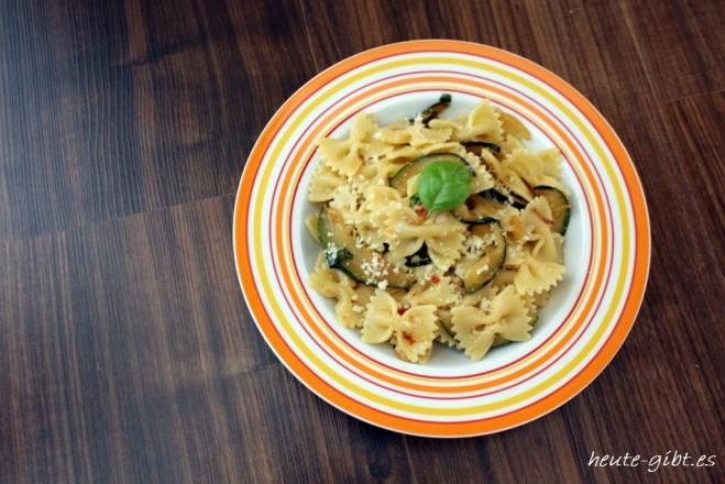 schnelle Pasta mit Zucchini