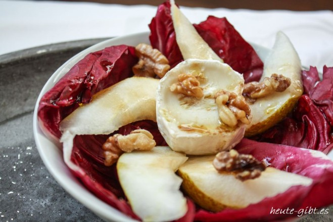 Radicchio salad with pears, walnuts and goat cheese