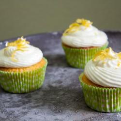 Zitronige Cupcakes mit Zitronen-Topping