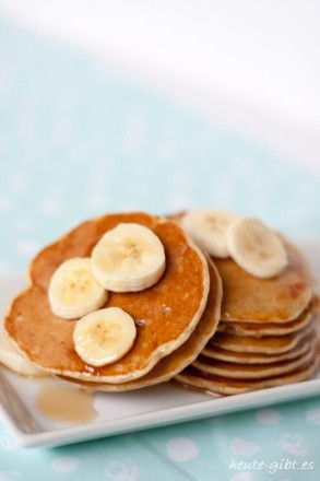 Recipe for pancakes with bananas. Prepared quickly and easily. Perfect for breakfast or as a dessert.