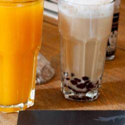 Latte Macchiato und Saft