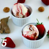 Ingwer-Zitronen-Mascarpone-Eis mit Erdbeer-Swirl und Amarettini
