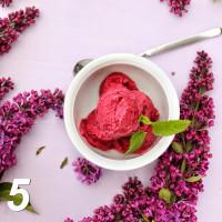 Raspberry berry sorbet with Holunderlikör