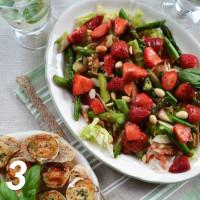 Spargel-Erdbeer-Salat mit Ziegenkäsetaler