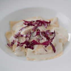Ravioli con radicchio - thyme and cheese sauce