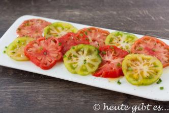 Italienischer Salat mit Marinda Tomaten. Einfach und schnell zubereitet. Rezept auf www.heute-gibt.es