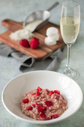 Rezept für Erdbeerrisotto: Eine leckere Variante des italienischen Klassikers Risotto mit süßen Erdbeeren und Ziegenkäse.
