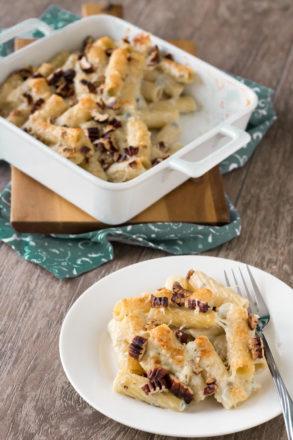 Schnelles Rezept für gratinierte Pasta mit Gorgonzola und Nüssen. Einfache, italienische Küche.