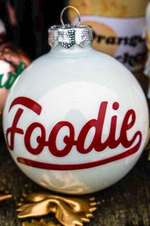 Weihnachtskugeln bekleben Foodie Adventskalender