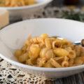 Rezept für den Pastaklassiker aus Italien: Pasta e patate alla napoletana. Ein einfaches Nudelgericht (One Pot Gericht), das als erster Gang serviert wird. Kartoffeln dienen hier als Hauptzutat.