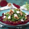Rote-Bete-Carpaccio, eine leckere vegetarische Vorspeise für die Wintermonate. Schnell zubereitet. Perfekt für Weihnachten oder Silvester.