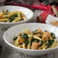 Rezept für Nudeln mit Mangold. Ein schnelles Nudelgericht aus der italienischen Küche.